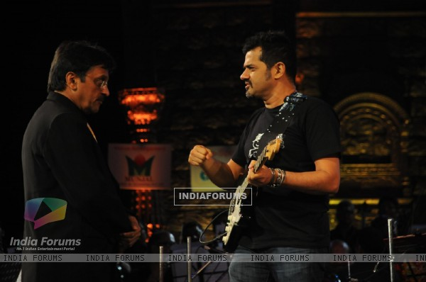 Jayantibhai with Ehsaan Noorani at Music Heals Concert held at Andheri Sports Complex in Mumbai