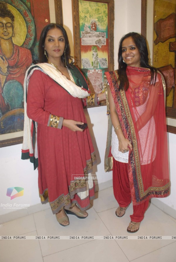 Shabana Azmi at Preksha Lal art exhibition, Kala Ghoda in Mumbai