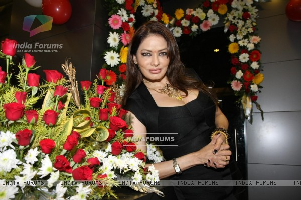 Poonam Jhawer inaugurates beauty salon ITS ALL ABOUT YOU in Andheri, Mumbai