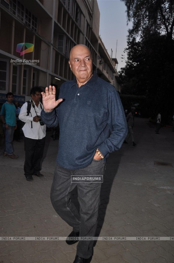 Prem Chopra pays respect at Dev Anand's prayer meet