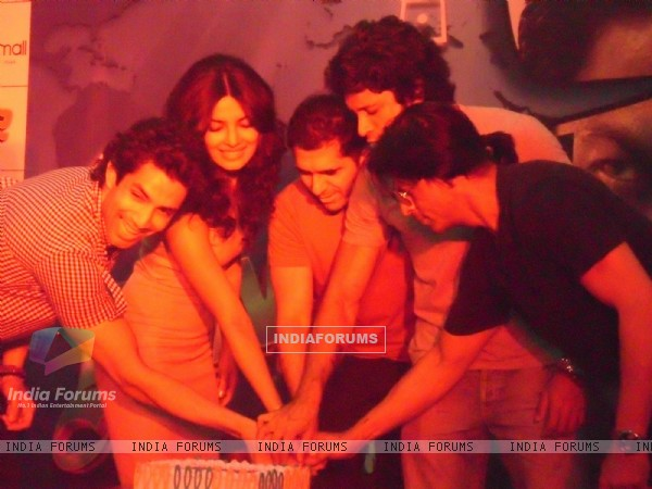 Shah Rukh, Priyanka Chopra, Farhan Akhtar, Ritesh and Sahil at Oberoi Mall for Don 2's game launch