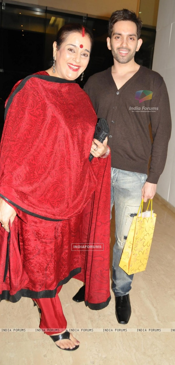 Poonam Sinha with Luv Sinha at Farah Khan's House Warming Party