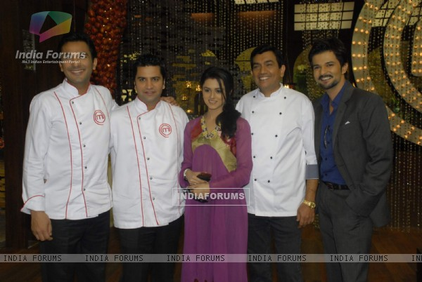 Sanjeev Kapoor, Vikas Khanna, RaQesh and Riddhi Dogra Vashisth on the sets of Master Chef India 2