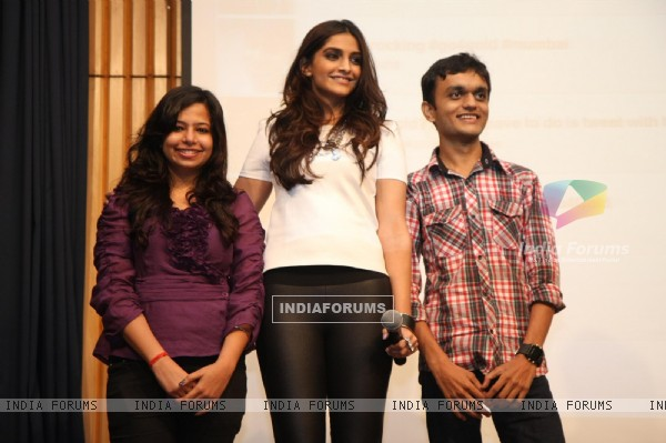 Sonam Kapoor meets Twitter fans at Welingkar College in Mumbai