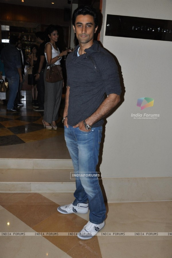 Kunal Kapoor at Art Exhibition at hotel JW Marriott in Mumbai