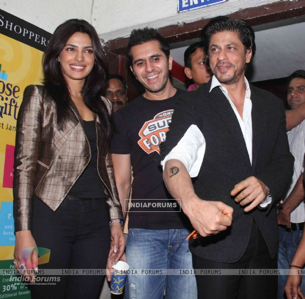 Priyanka Chopra, Ritesh Sidhwani, Shah Rukh Khan at Don 2 special screening at PVR