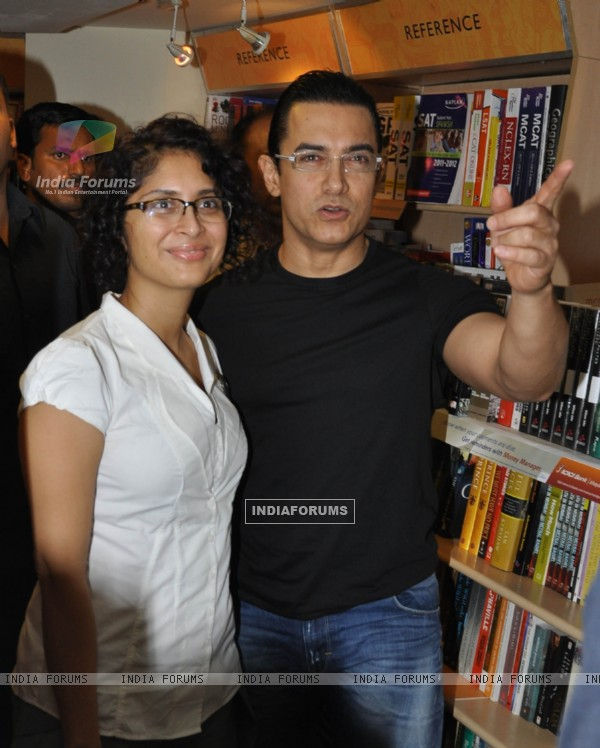 Aamir Khan with wife Kiran Rao launches DVD of their film DHOBI GHAT at the Crossword store in Mumbai (176041)