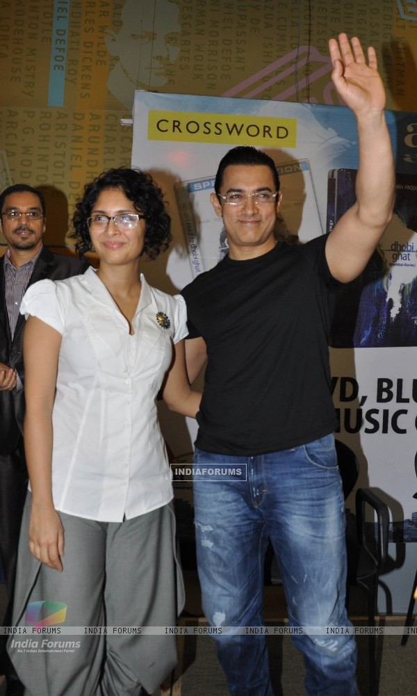 Aamir Khan with wife Kiran Rao launches DVD of their film DHOBI GHAT at the Crossword store in Mumbai (176044)