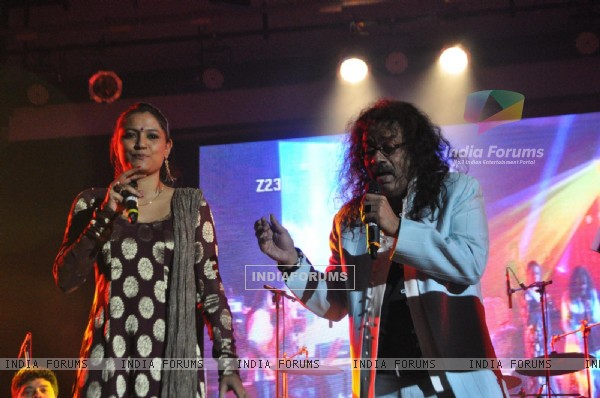 Hariharan performing live 'King in Concert' organized by Nagrik Shikshan Sanstha in Mumbai