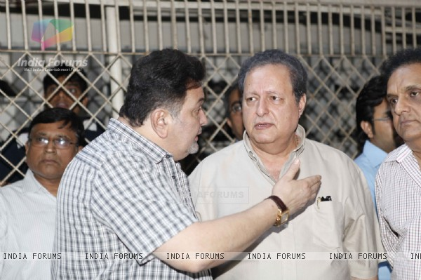 Rishi Kapoor pays last tribute to veteran producer-distributor Darshan Sabharwal