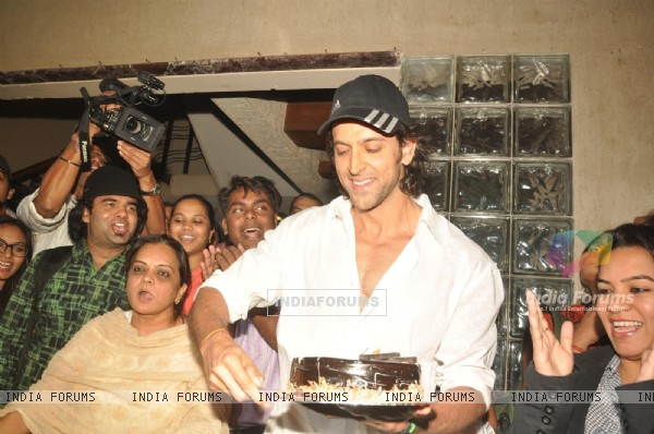 Hrithik Roshan celebrates his 38th Birthday with media in Mumbai
