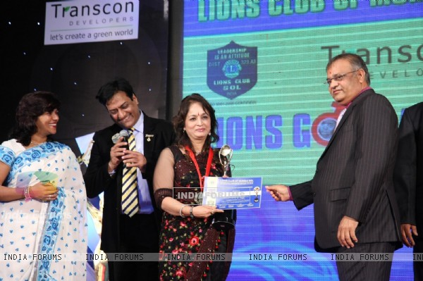 Smita Thackarey at 18th LIONS GOLD AWARDS at Bhaidas Hall in Mumbai