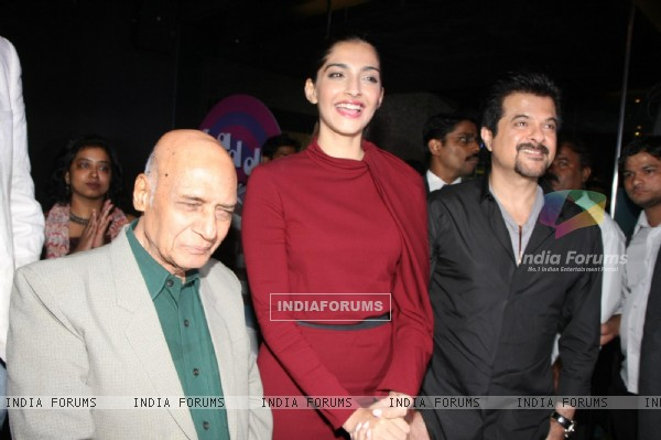 Anil Kapoor, Sonam Kapoor at launch of music album 'LEGENDS - KAIFI AZMI' by Saregama music in Mumba