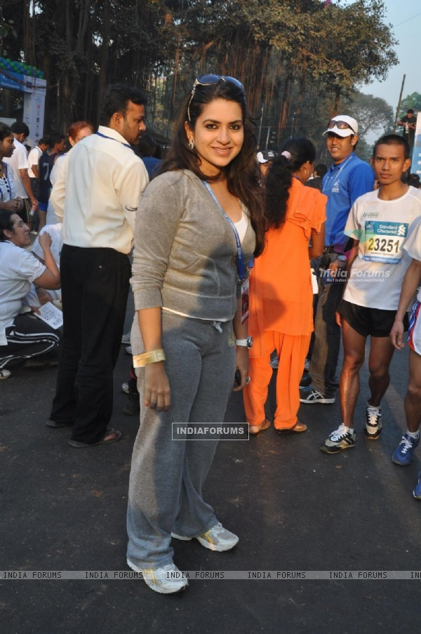 Celebs at Standard Chartered Mumbai Marathon 2012 in Mumbai
