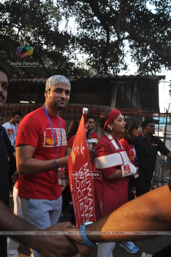 Rohit Roy at Standard Chartered Mumbai Marathon 2012 in Mumbai