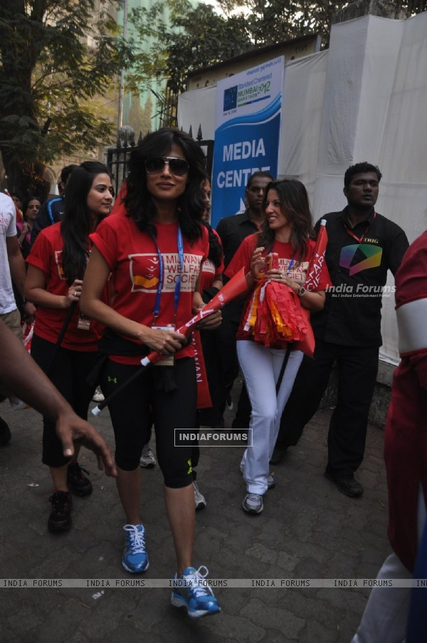 Chitrangda Singh at Standard Chartered Mumbai Marathon 2012 in Mumbai