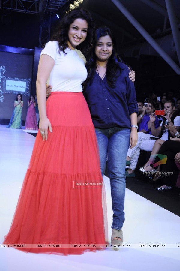 Tisca Chopra walk for Sonali Mansingka at India Kids Fashion Week day 1 in Mumbai