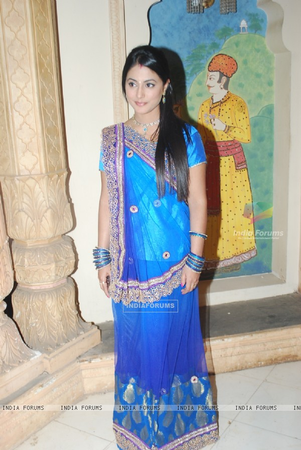 Hina Khan on the sets of 'Ye Rishta Kya Kehlata Hai' on completion of 800 episodes & 3 Years