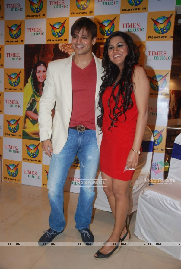 "Vivek Oberoi launches Times music album ""Banna Re by Rajnigandha"" at Planet M"