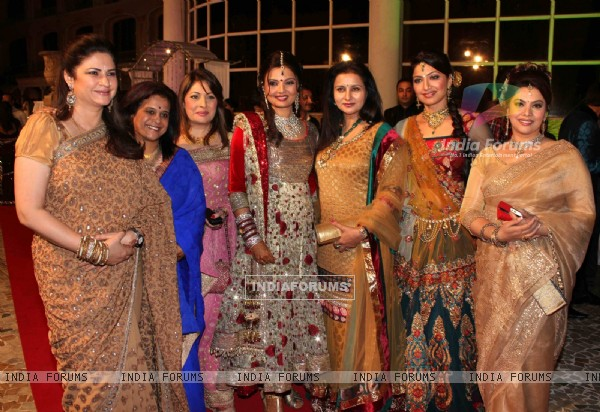 Kunickaa, Poonam, Akruti, Deep, Kavita, Payal grace Deepshikha Nagpal wedding reception in Mumbai