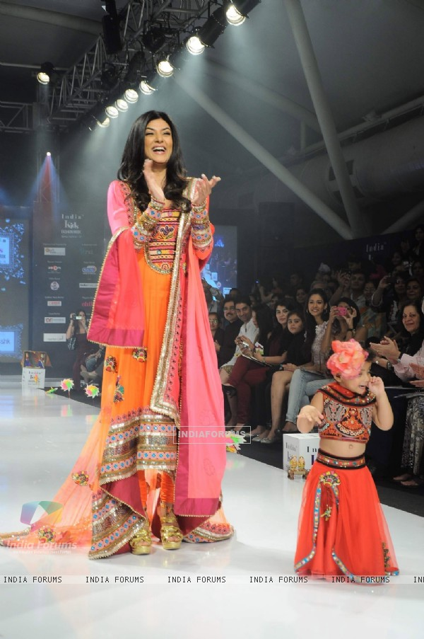 Sushmita Sen with daughters as the show stopper for Nishka Lulla on Day 3 at India Kids Fashion Show