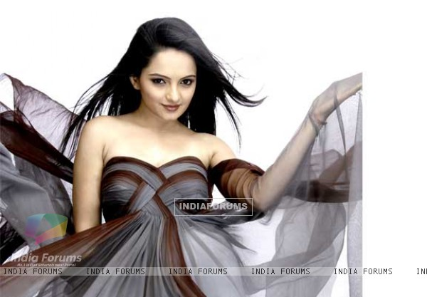 Gorgeous Giaa Manek