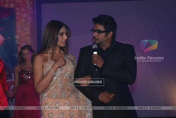 Bipasha Basu and R. Madhavan at Music launch of movie 'Jodi Breakers' at Goregaon (180401)