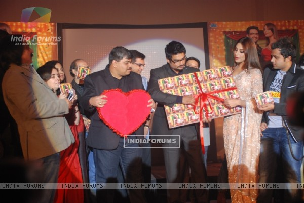 Bipasha, R. Madhavan, Omi Vaidya at Music launch of movie 'Jodi Breakers' at Goregaon (180406)