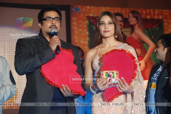 Bipasha and R. Madhavan at Music launch of movie 'Jodi Breakers' at Goregaon (180409)