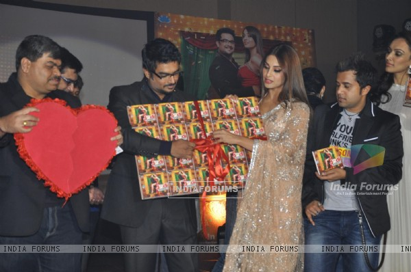 Bipasha, R. Madhavan, Omi Vaidya at Music launch of movie 'Jodi Breakers' at Goregaon (180425)