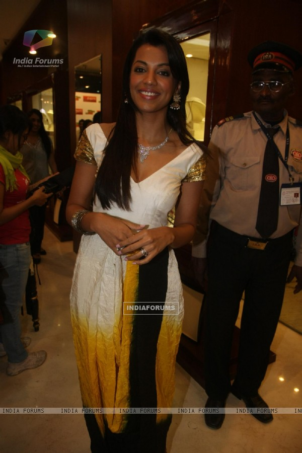 Mugdha Godse unveils Svarnamangal and Shagun Investment Plan for Gitanjali in Mumbai