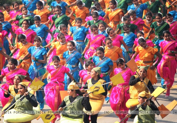 School children the Rajpath during the rehearsal of Republic Day, in New Delhi