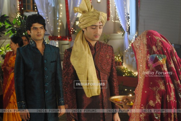 Shaheer Sheikh as Anant as a bride in tv show Navya