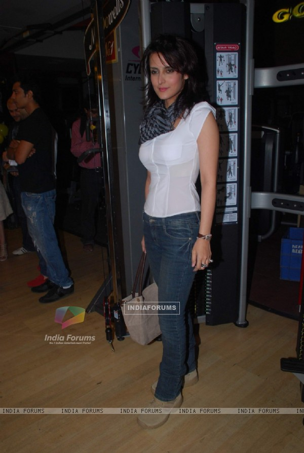 Tulip Joshi at Gold Gym calendar launch in Bandra, Mumbai