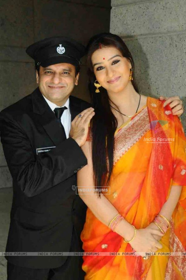 Shilpa Shinde and Paresh Ganatra as Koel and Ghotak Narayan in Chidiya Ghar