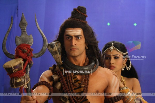 Mohit Raina as Shiv and Mouni Roy as Sati in Devon Ke Dev. Mahadev