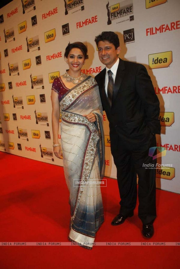Madhur Dixit & Dr. Nene at the '57th !dea Fimfare Awards 2011'