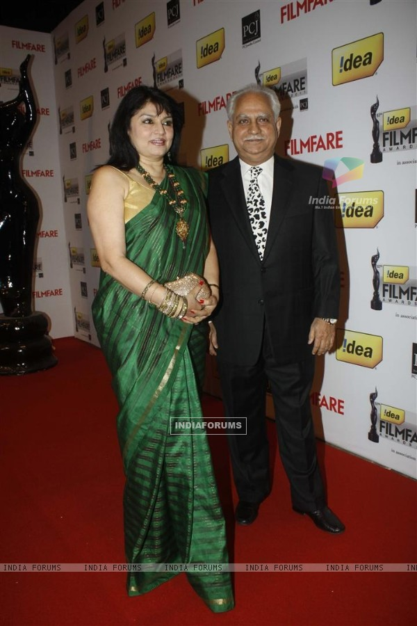 Ramesh Sippy & Kiran Juneja at 57th Idea Filmfare Awards 2011