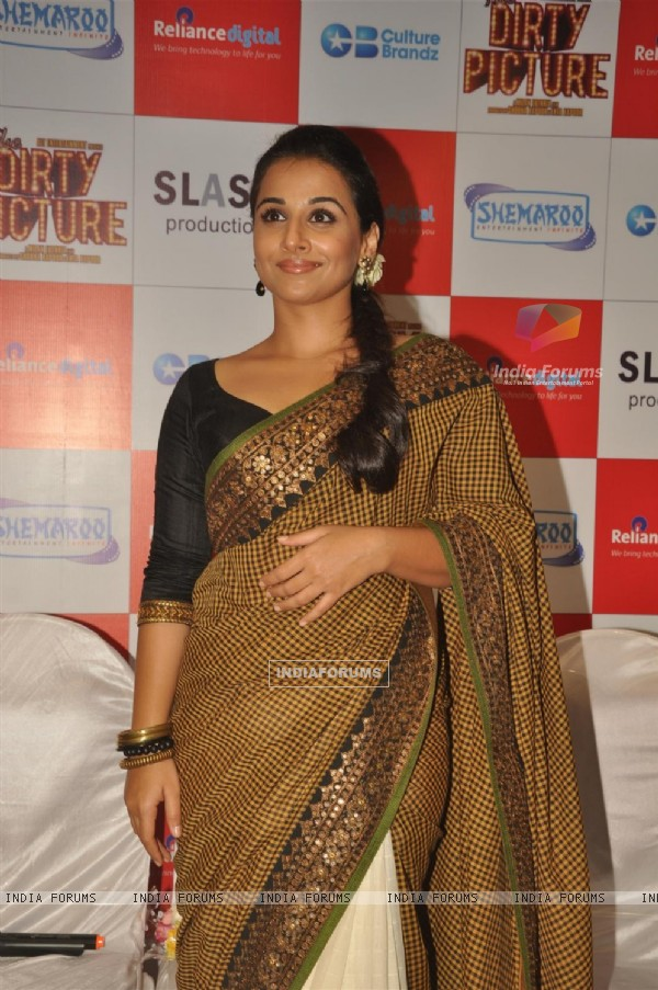 Vidya Balan at The Dirty Picture DVD launch at Reliance Digital