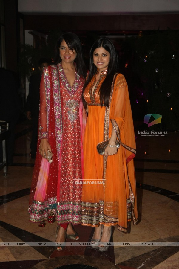 Shamita Shetty & Sameera Reddy at Ritesh & Genelia Sangeet ceremony at Hotel TajLands End in Mumbai