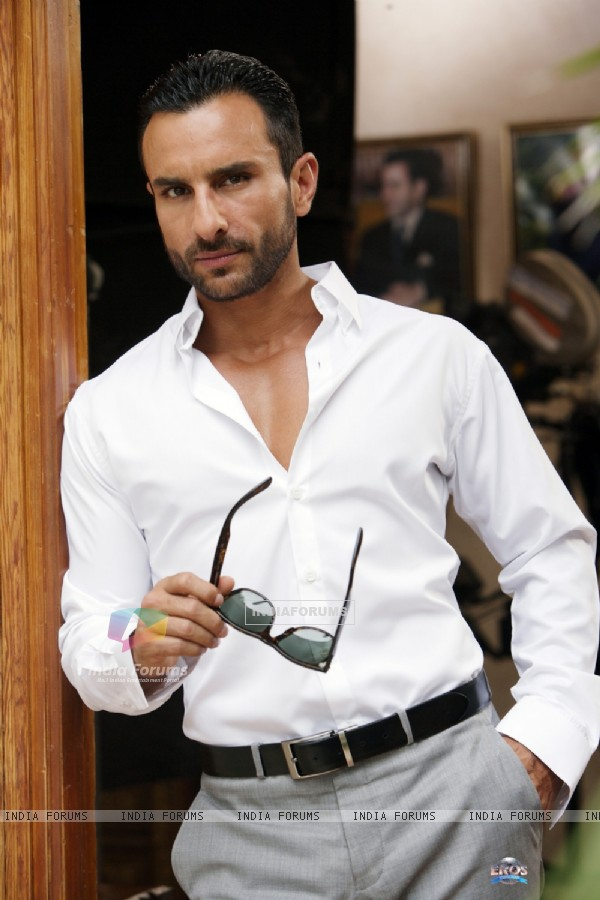 Saif Ali Khan as Vinod in the movie Agent Vinod (181829)