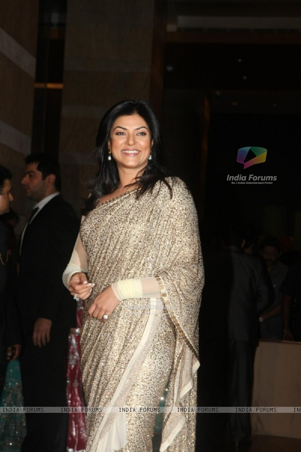 Sushmita Sen grace Ritesh Deshmukh & Genelia Dsouza wedding reception in Mumbai