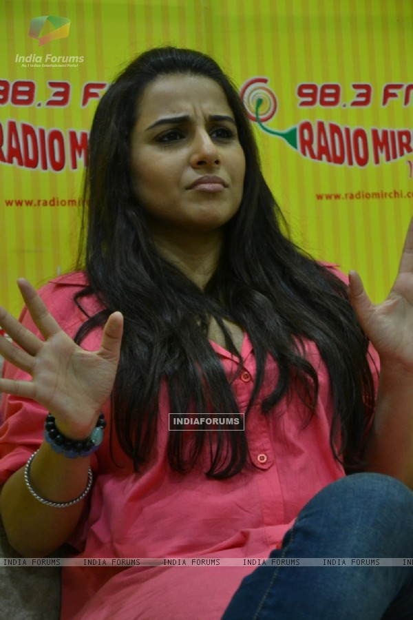 Vidya Balan promoting film KAHAANI at 98.3 Radio Mirchi FM Studios in Lower Parel, Mumbai