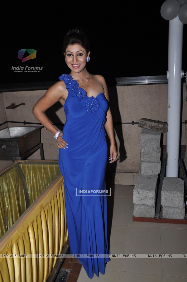 Debina Bonnerjee Celebrating her 1st anniversary