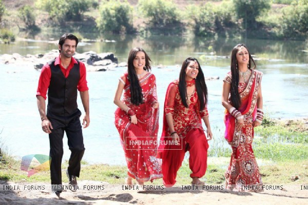 Sanaya Irani, Barun Sobti, Krystle Dsouza and Nia Sharma at Star Parivaar Awards 2012