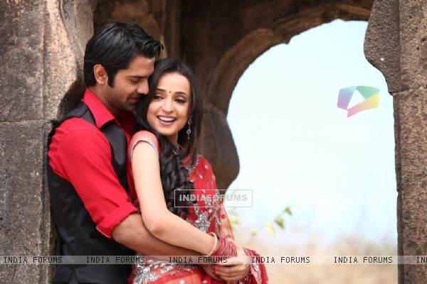 Sanaya-Barun in Star Parivaar Awards 2012