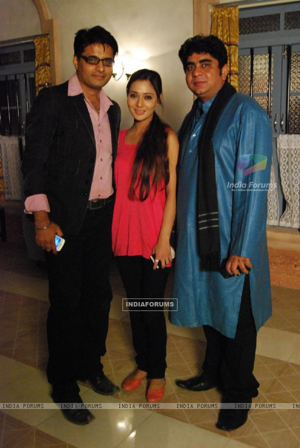 Rajan Shahi's  on the set get together for Jamuna Paar