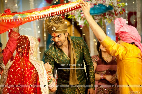 Gurmeet Choudhary as Maan Singh Khurana in Geet - Wedding Scene