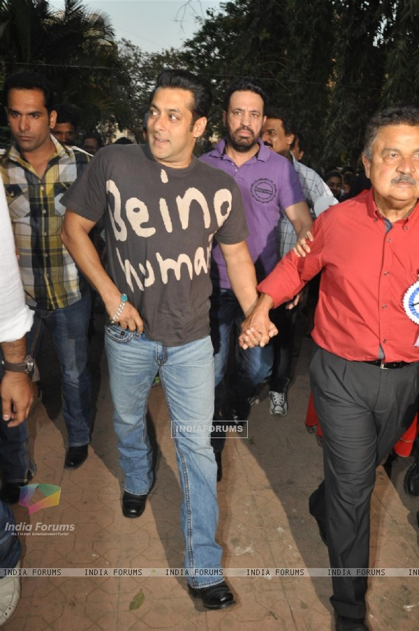Salman graces The Cosmopolitan Friends Association's event
