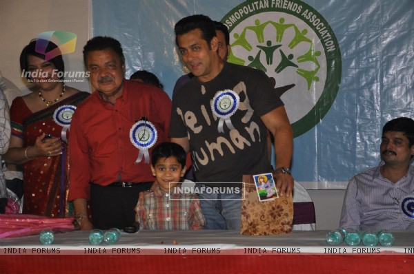 Salman Khan graces The Cosmopolitan Friends Association's event
